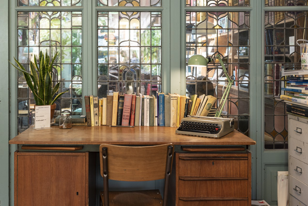 bookstor 4-7228